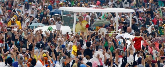 "Filippine, Papa Francesco: ""No a pietà mondana per bimbi abusati"""