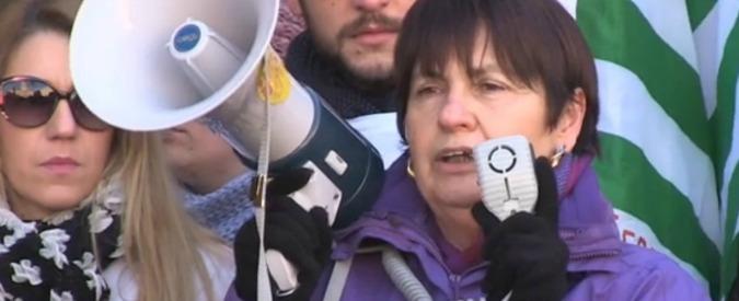 Parma, famiglie in piazza contro Pizzarotti per tagli a scuola e ad assistenza disabili