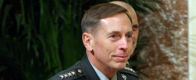 "Usa, Fbi chiede incriminazione Petraeus: ""Passò documenti segreti all'amante"""