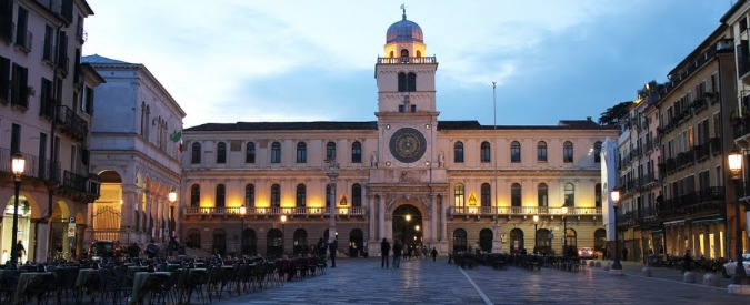 Allarme bomba in centro a Padova, evacuata Piazza dei Signori