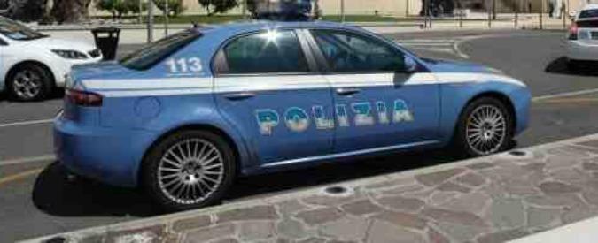 Bologna, incendiata auto della Polizia: si indaga su pista anarchica