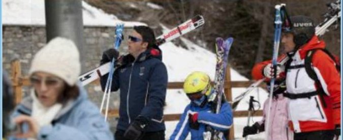 """""""Renzi e famiglia a sciare a Courmayeur con un volo di Stato"""". Denuncia M5S"""
