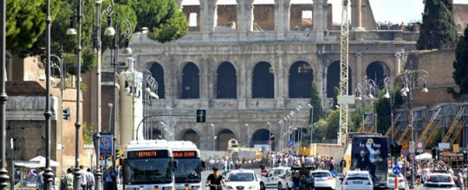 """Charlie Hebdo, alzata allerta a Roma. Servizi: """"Rischio sono ex combattenti"""""""