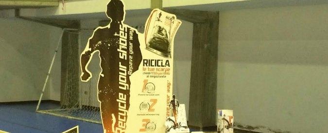 Cremona, progetto riciclo scarpe da ginnastica. 'Col riuso costruita area gioco'