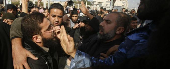 "Tel aviv, accoltellati 9 pendolari su un autobus. Hamas: ""Attacco eroico"""