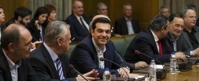 """Grecia, Tsipras: """"No a rottura su debito, negoziamo"""". Ma stoppa le privatizzazioni"""