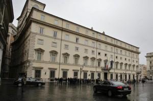Berlusconi arriva a Palazzo Chigi per incontrare Renzi