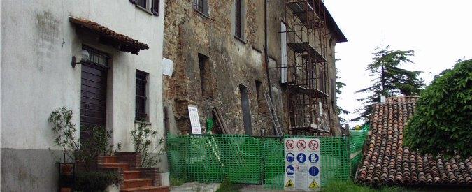 Piacenza, da 20 anni parroco e castellano litigano per la strada che porta in Chiesa