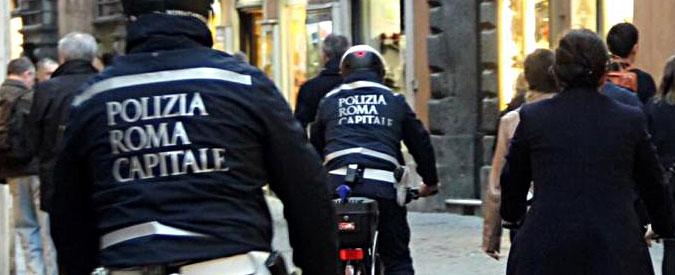 """Roma, 4 vigili su 5 malati a Capodanno. Cgil: """"Ingiustificabili"""". La Uil li difende"""