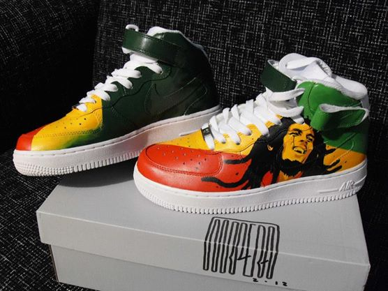 MrPera, l'artista che 'personalizza' le Nike Air Force