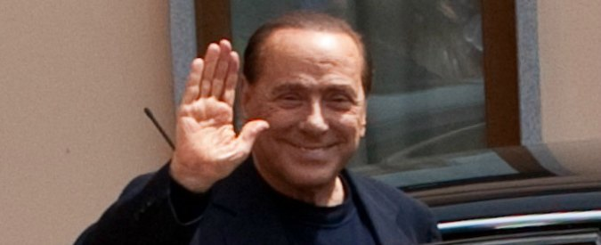 """Silvio Berlusconi """"ripulito"""" con un'ora di volontariato ogni 2 milioni frodati al fisco"""