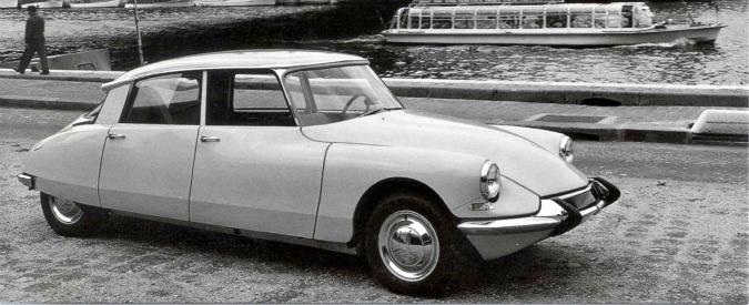 """Citroën DS, compie 60 anni la """"dea"""" francese del design e della tecnica"""