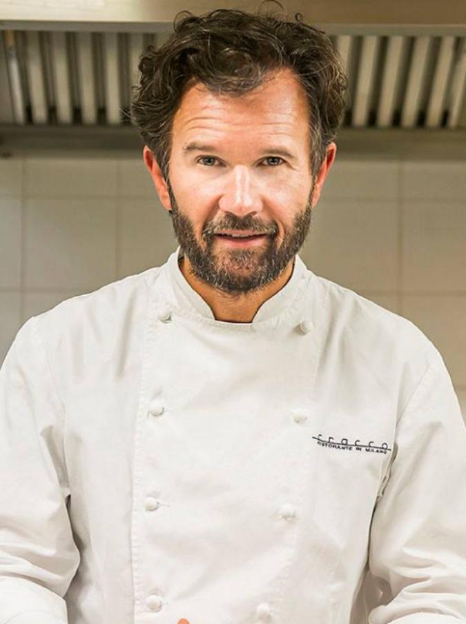 """Masterchef, Striscia 'non molla': """"Il vincitore è un cuoco professionista"""". E un concorrente del cooking show aggiunge: """"Sky e Magnolia sapevano"""""""