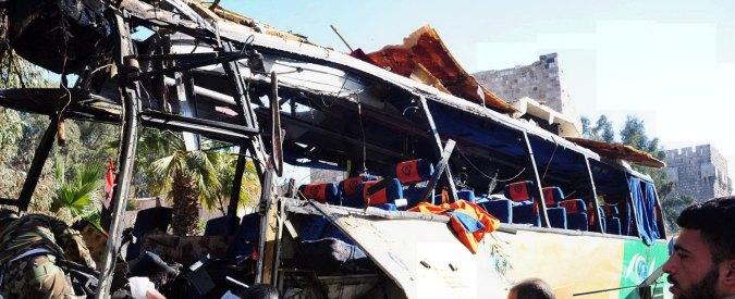 """Siria, bomba su autobus di pellegrini sciiti libanesi a Damasco: """"Almeno 6 morti"""""""