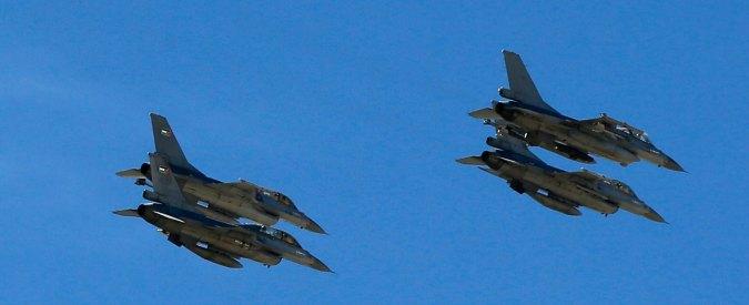 Libia, caccia del governo di Tobruk bombardano petroliera vicino a Sirte