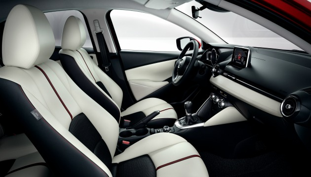 Mazda2_2015_interior
