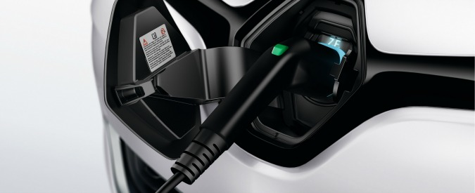 Francia, bonus fino a 10.000 euro per chi sostituisce una diesel con un'elettrica