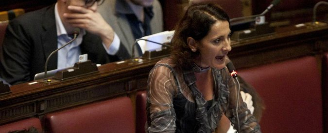 """Decreto salva-Berlusconi slitta ancora, M5S: """"E' ricatto politico di Renzi"""""""