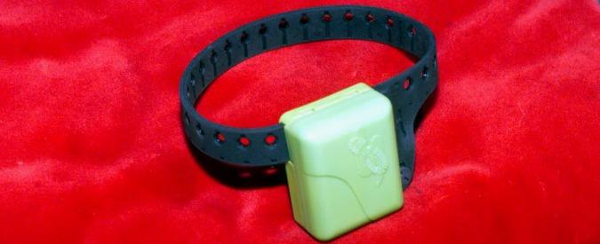 Il caso dei braccialetti vibranti per chiamare i commessi ai grandi magazzini
