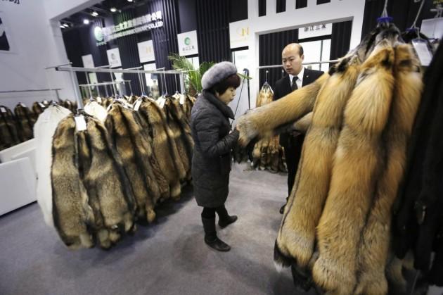 Cina, fiera di pellicce e prodotti di pelle a Pechino