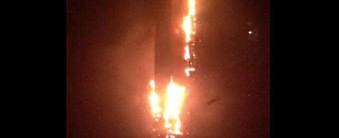Dubai, incendio nella Torch Tower. Venti piani in fiamme. Nessuna vittima