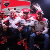 Andrea Dovizioso, Andrea Iannone e il dg Gigi Dall'Igna presentano la Ducati Gp15