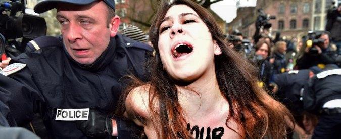 """Strauss-Kahn, ex squillo: """"Rapporti animali"""". Blitz Femen in Tribunale"""
