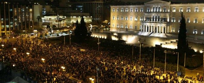 """Grecia, migliaia in piazza contro la Bce: """"No ai ricatti, non soccomberemo"""""""
