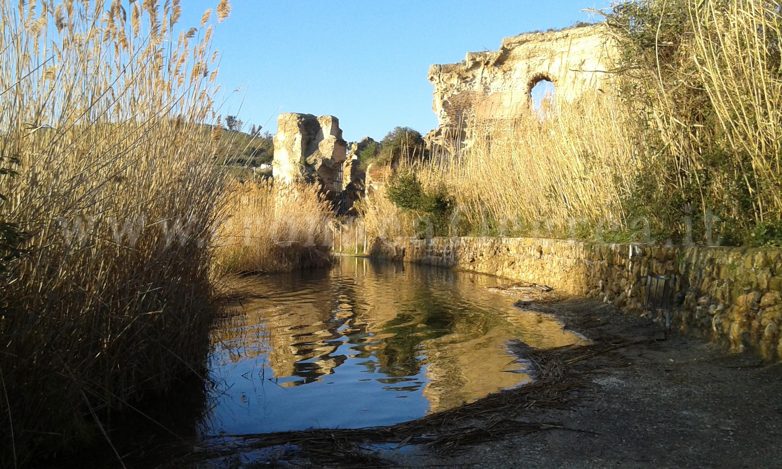 Campania campi flegrei il lago d averno un pezzo di for Lago lucrino