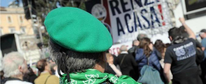 """Lega a Roma, Salvini: """"Renzi servo sciocco Ue"""". E da piazza parte il 'vaffa' a premier"""