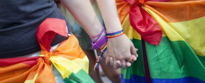 """Nozze gay, Strasburgo condanna l'Italia: """"Riconosca diritti coppie omosessuali"""""""