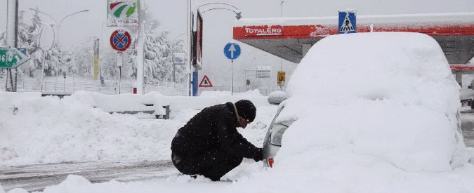 Allerta meteo: scuole chiuse per neve e treni cancellati. Nord in ginocchio