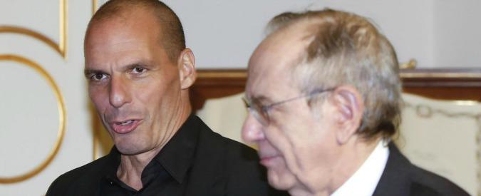 """Debito, Varoufakis: """"Anche Italia a rischio bancarotta"""". Padoan: """"Fuori luogo"""""""
