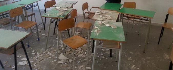 Pescara, cede intonaco del soffitto di una scuola. Tre studenti feriti