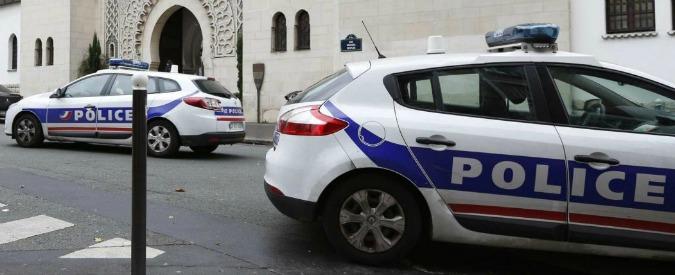"""Parigi, fermato il capo della polizia: """"Fuga di notizie su truffatore dei vip"""""""