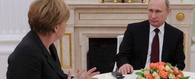 """Ucraina, Merkel: """"Colloqui con Mosca? Successo incerto"""". Hollande: """"Senza accordo, unico scenario è la guerra"""""""