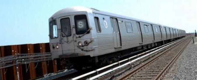Usa, scontro tra treno pendolari e auto alle porte di New York: sette morti