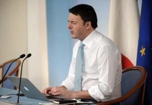 Matteo Renzi twitta in tempo reale a Palazzo Chigi