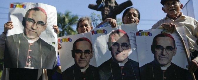 Papa Francesco vuole monsignor Romero beato: fu ucciso a San Salvador nel 1980