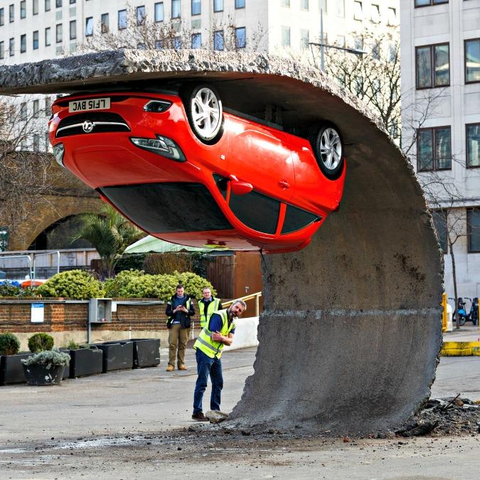 Opel Corsa, a Londra sfida la forza di gravità