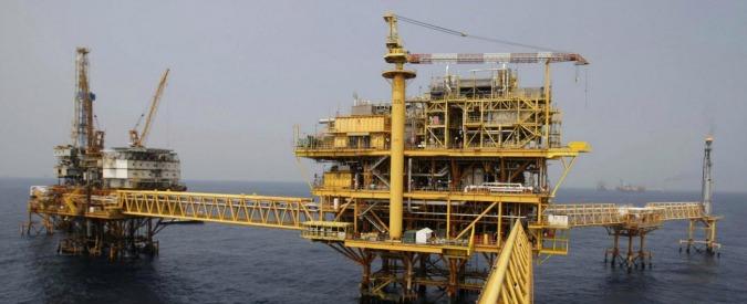 Petrolio, la strategia saudita sui prezzi fa crollare la produzione degli Usa