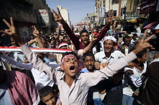 Anti-Houthi protesters shout slogans against the dissolution of Yemen's parliament and the takeover by the armed Shi'ite Muslim Houthi group, during a rally in the southwestern city of Taiz