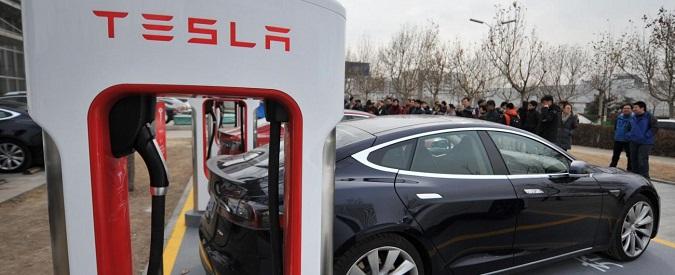 """Tesla, """"sgarbo"""" ai nuovi clienti. Dal 2017 niente più ricarica gratis dalle colonnine"""