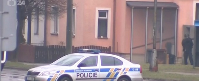 """Repubblica Ceca, sparatoria in pub: 9 morti. """"Strage annunciata a tv locale"""""""