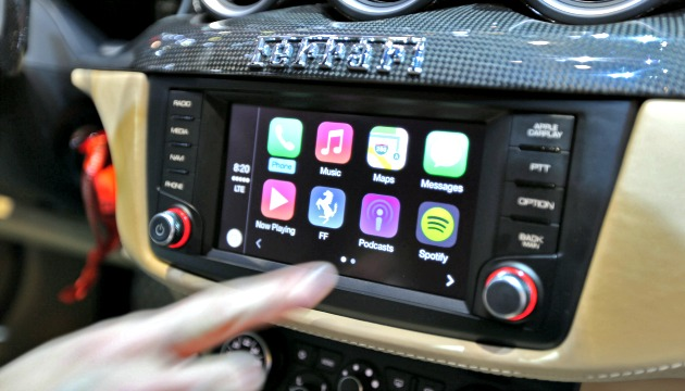 Apple CarPlay su Ferrari