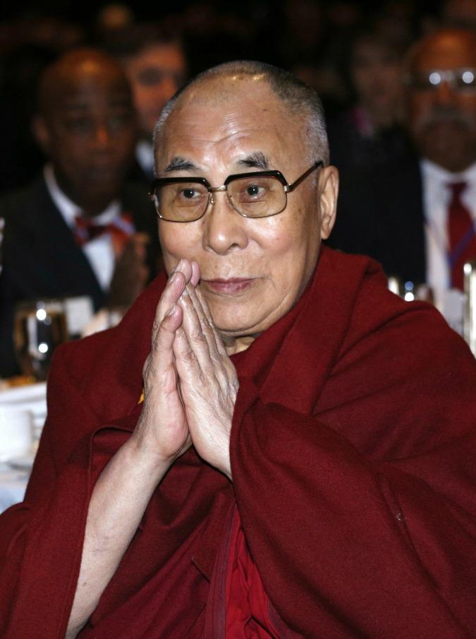 """Dalai Lama, il personal chef italiano: """"Non è vegetariano. Adora gli straccetti di vitello con i funghi"""""""