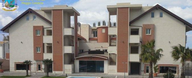 """Reggio Calabria, sigilli all'hotel costruito grazie a """"influenti entrature al Comune"""""""