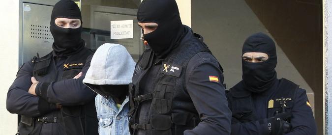 """Spagna, arrestata famiglia di 4 persone: """"Pronti a volare in Siria e unirsi a Isis"""""""