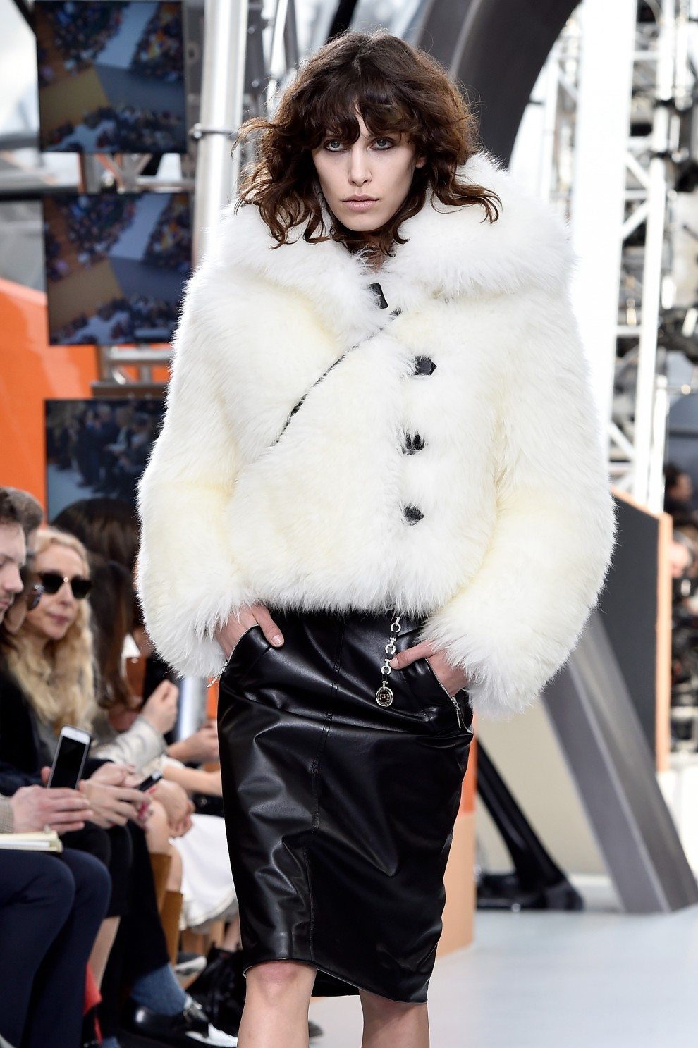 Louis Vuitton : Runway – Paris Fashion Week Womenswear Fall/Winter 2015/2016