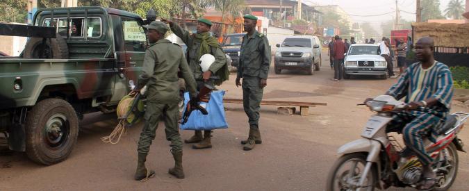 """Mali, attacco contro campo Onu: """"Tre morti, un casco blu e due civili"""""""